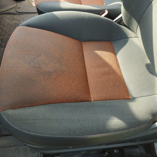 brudny fotel samochodowy